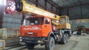 avtokran-galichanin-25-tonn-vezdehod