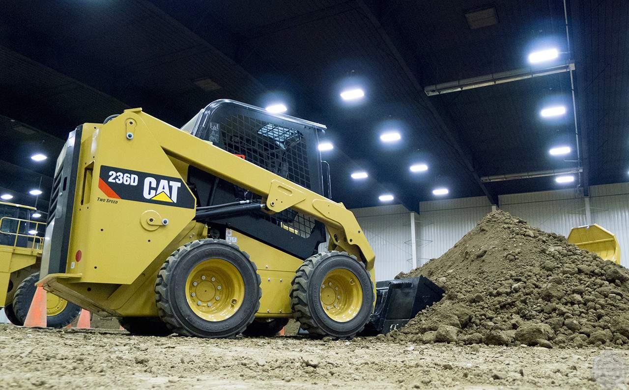 CAT 236D3 в аренду